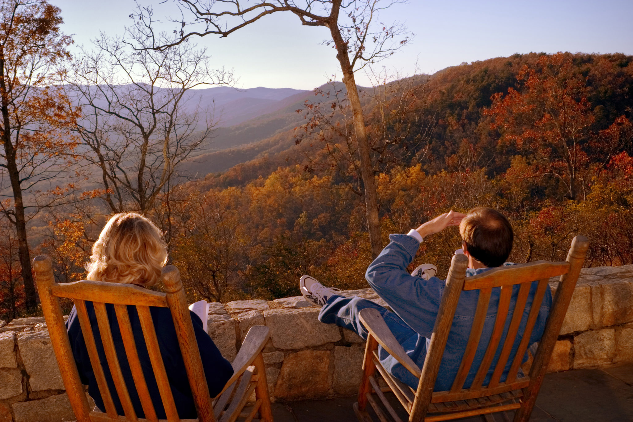 A couple on the porch of a lodge in Amicalola falls